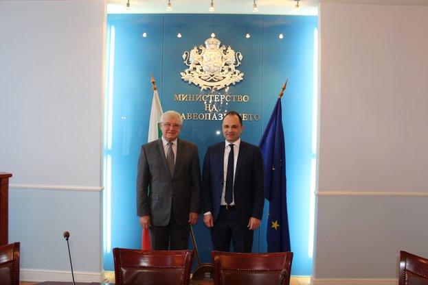 Министър Ананиев и македонският му колега Венко Филипче подписаха План за сътрудничество